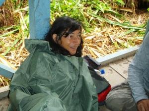 Elsa Cayat après une grande averse - Terre de Colibris - Pérou 2013